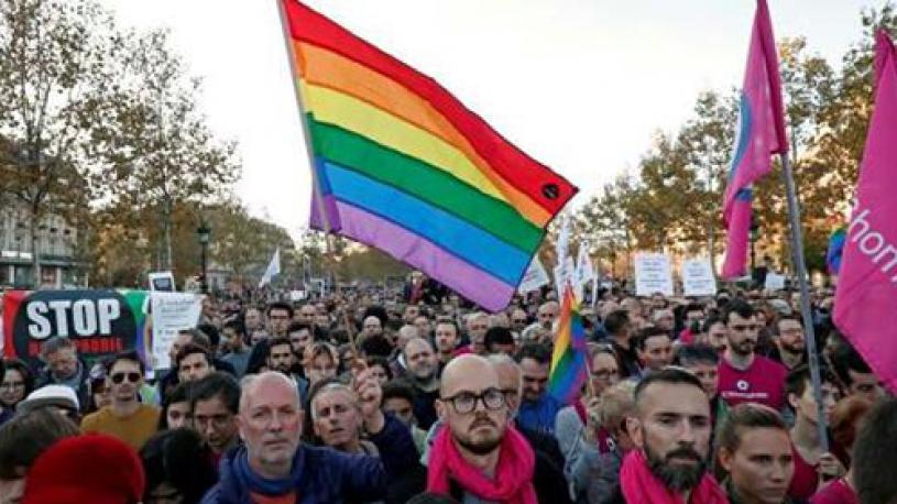 « On ne se taira plus » : des centaines de personnes réunies à Paris contre l'homophobie