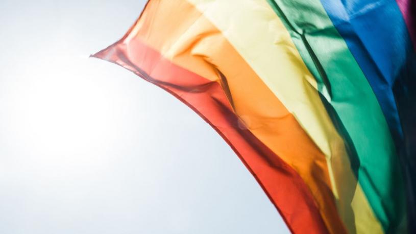 Aux États-Unis, un élu compare la communauté LGBTQ+ au Ku Klux Klan
