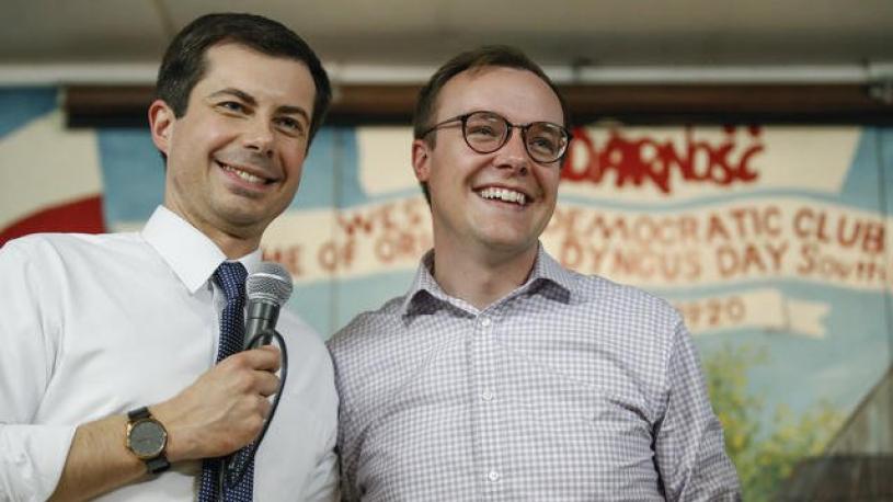 Le candidat à la présidence Pete Buttigieg pose avec son compagnon en une du Time