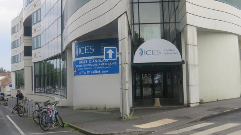 Saccage d'un stand LGBT en Vendée : une dizaine d'étudiants de l'ICES renvoyés devant la justice
