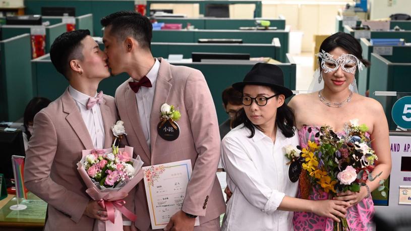 Taïwan acte les premiers mariages gays en Asie