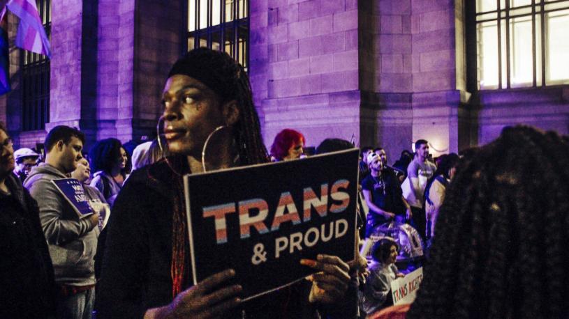 """L'OMS retire la transidentité des maladies mentales: """"Une amélioration encore imparfaite"""""""