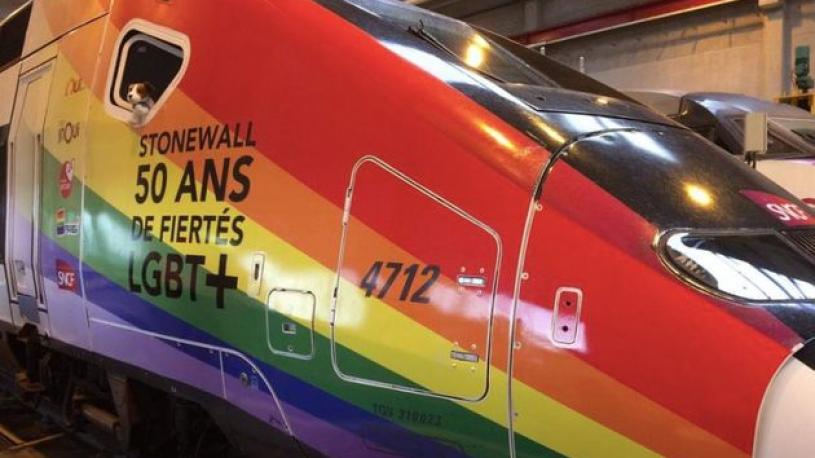 Un TGV aux couleurs arc-en-ciel pour célébrer le mois des fiertés