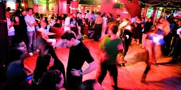 Le bal de la Boîte à Frissons avec Laissez-Nous Danser à Paris le sam. 29 février 2020 de 22h30 à 00h30 (Clubbing Gay, Lesbienne, Trans, Bi)