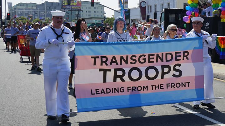 Pride in the Veterans Day Parade in San Diego le Mo 11. November, 2019 10.00 bis 12.30 (Festival Gay, Lesbierin)