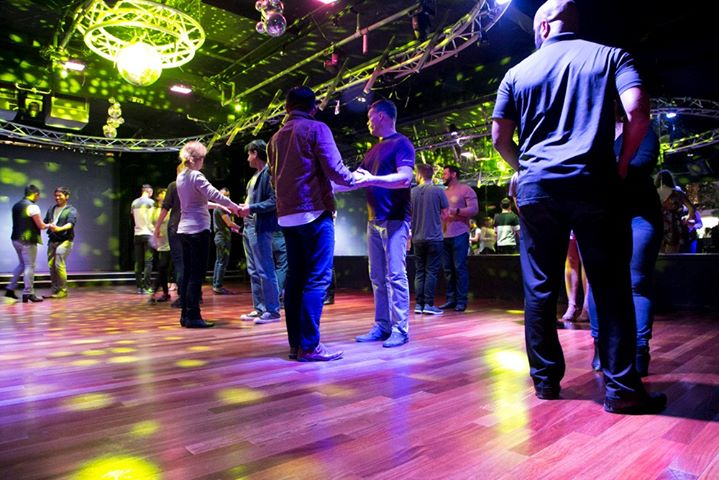 All Gender Latin Dance Lessons em San Diego le seg,  7 outubro 2019 19:45-21:45 (After-Work Gay)