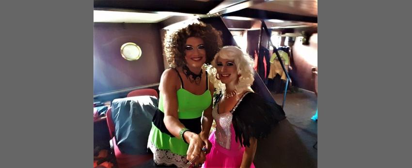 Travesti show s Vlasta Wild a La Toya v clubu Friends Praha